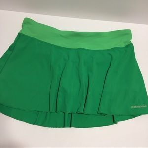 Patagonia women's large green skort  tennis hiking
